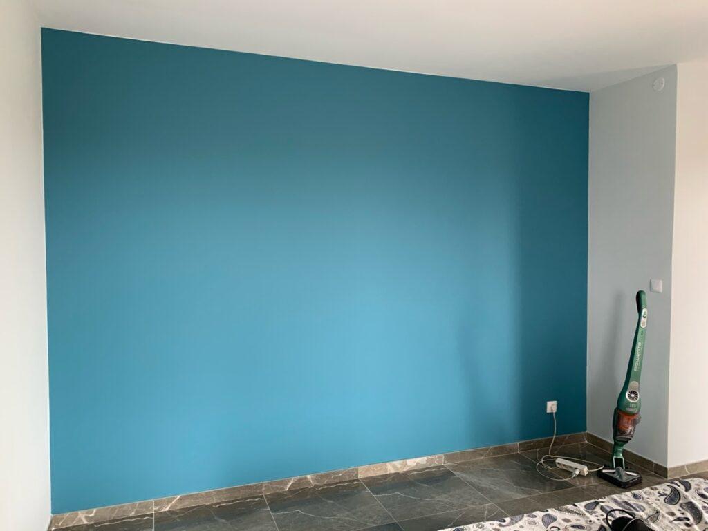 Mur bleu cyan repeint en entier à Montpellier